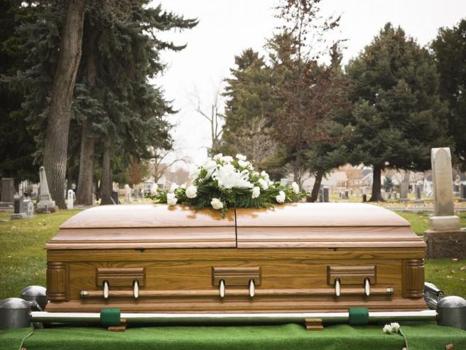 funeral-coffin-grave-creativ2